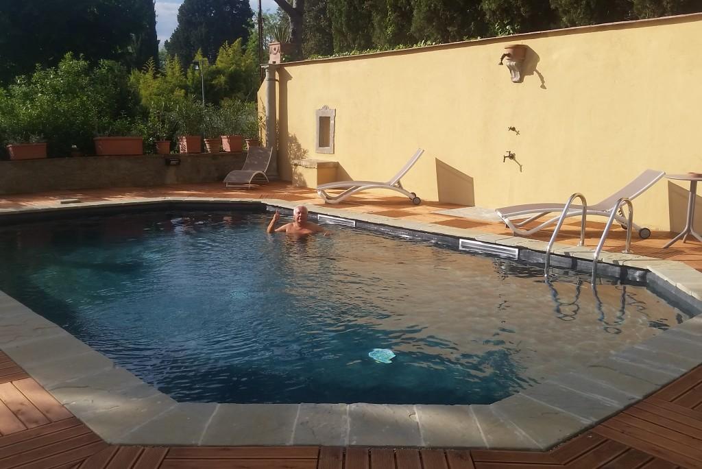 Pool now open at la torre dei lari residenza d 39 epoca torre dei lari villa strozzi machiavelli for Swimming pools open today near me