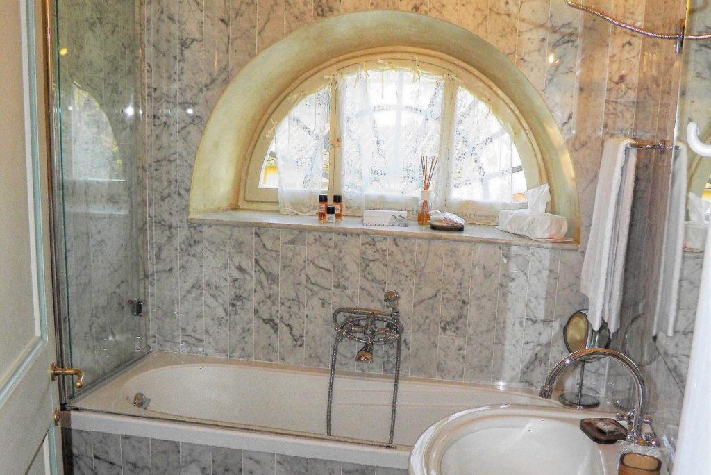 Vasche Da Bagno D Epoca : La vasca da bagno della casa grande con una stufa d epoca vilmar